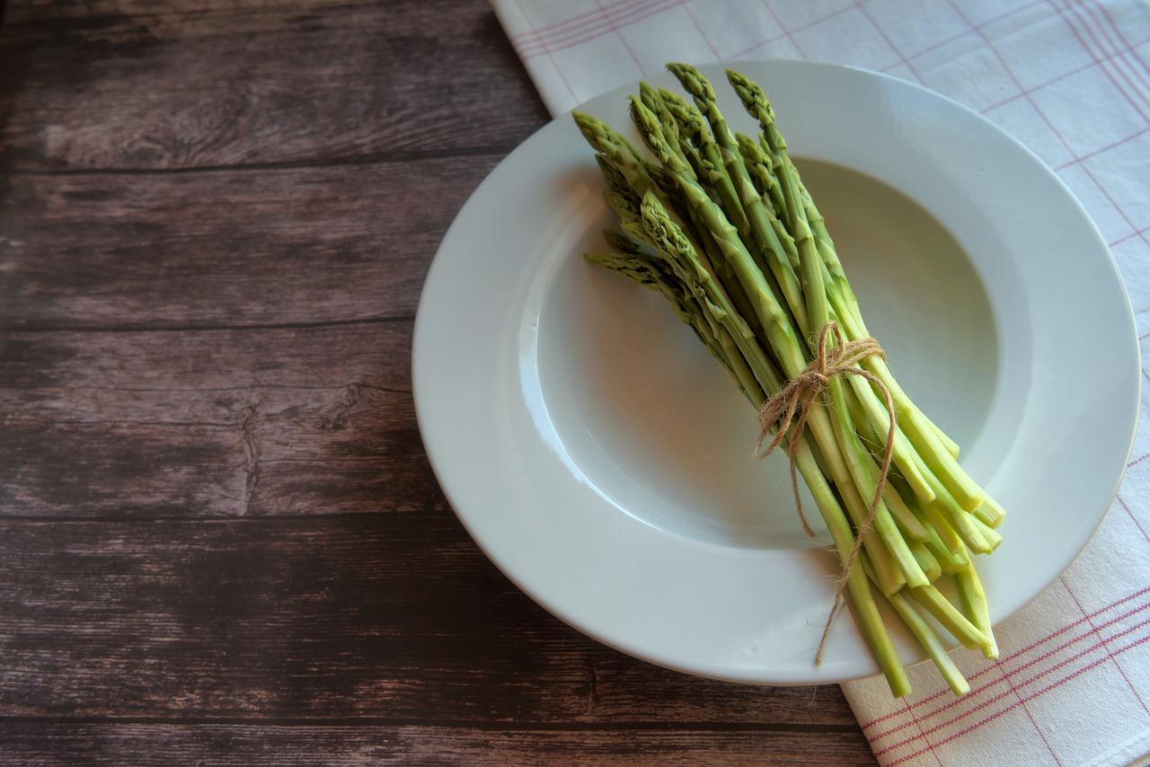 Szparagi właściwości i zastosowanie w kuchni